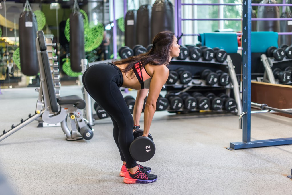 Strake markløft med sakte eksentrisk tempo er en effektiv øvelse for å utvikle bevegeligheten i hoften.