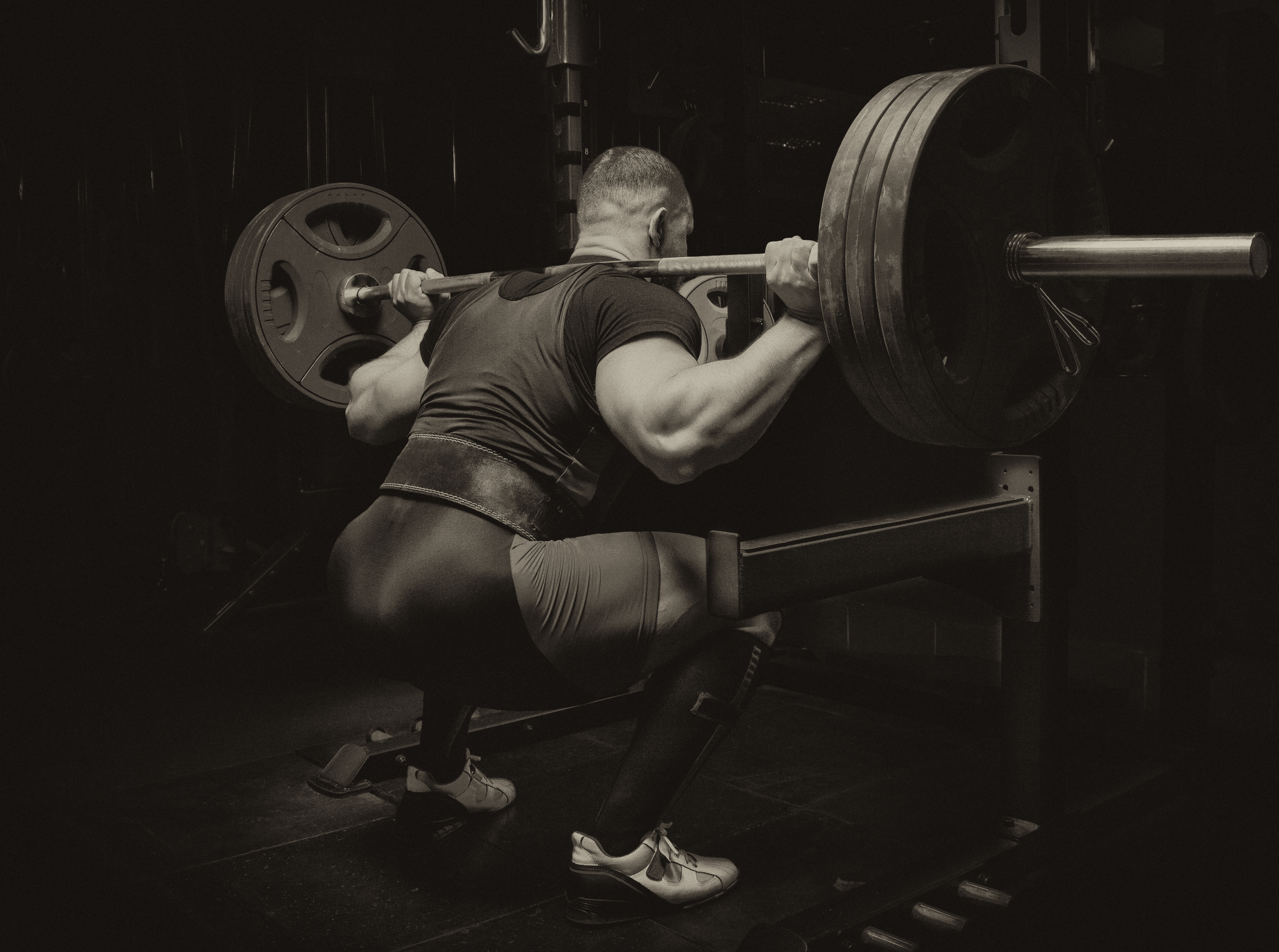 Bør utøvere i styrke- og kraftidretter trene utholdenhet?