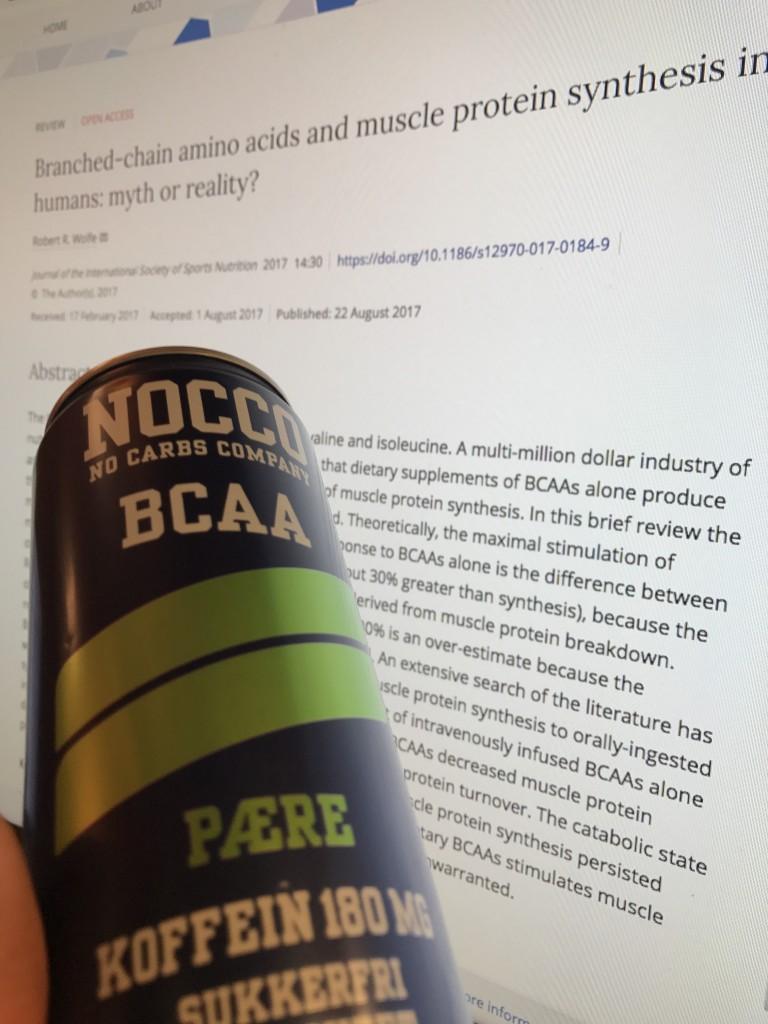BCAA kan smake godt. Selv liker jeg f. eks Nocco med pæresmak veldig godt, men det har ingen positiv effekt på muskelvekst, så hvorfor skal vi bruke penger på det? Saft smaker enda bedre, og koster mye mindre.