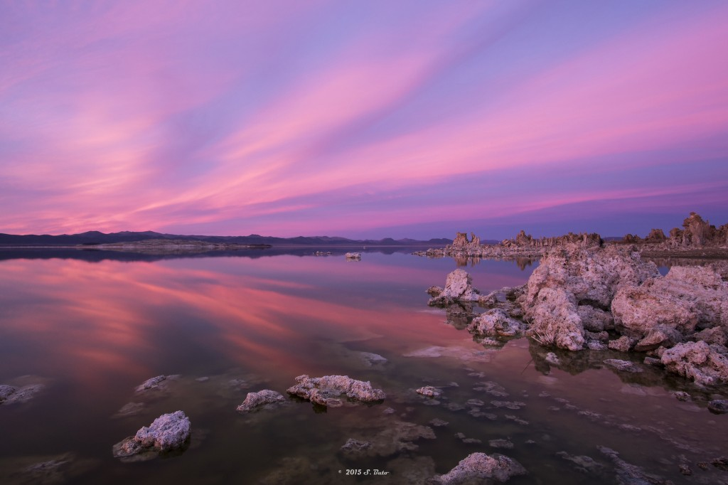 "Prøv turgåing i vakre landskaper.   ""Mono Lake Sunset"" (CC BY 2.0) by U.S. Geological Survey"