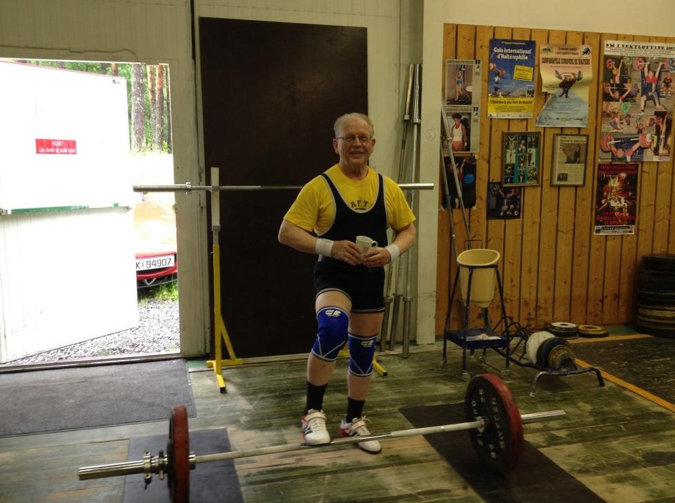 Hans Martin Arnesen er en av mine mentorer. Han er over 70 år gammel og har drevet med styrketrening siden tenårene. Han har plukket opp en ting eller to på den tiden. I 2010 tok han verdensrekord i sin klasse i markløft med vanvittige 208 kg. Her ble han den første nordmann over 70 til å støte (løfte over hodet) mer enn sin egen kroppsvekt.