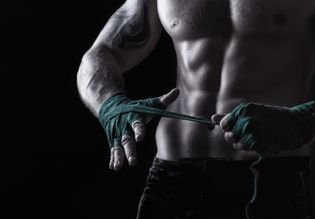 HMB forbedret både ytelsen og muskelmassen hos kampsportutøvere.